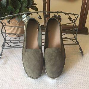 GAP  Loafer Espadrilles   Olive   Size 8
